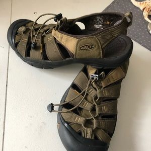 Keen 11.5 or 45 olive green gr8 condition